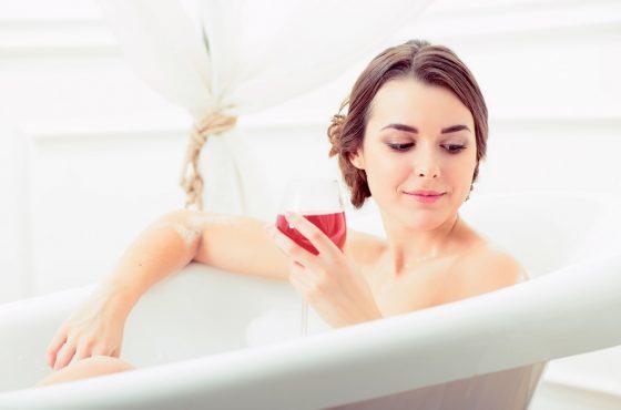 Topisz smutki – wysuszasz kobiecość! – wpływ alkocholu
